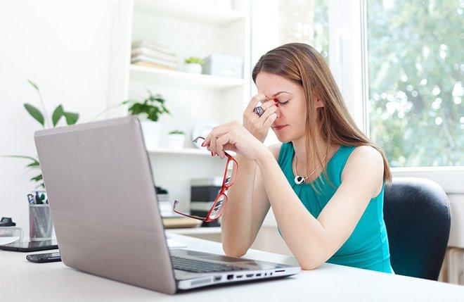 Khô mắt là một trong 8 nguyên nhân khiến mắt nhìn xa bị mờ